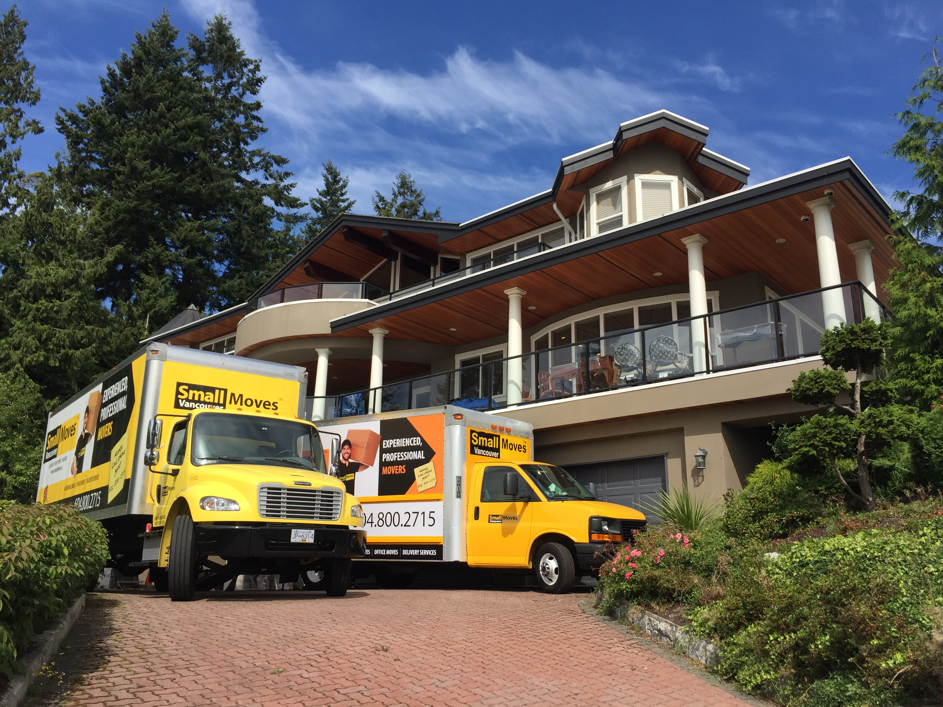 2 moving trucks - West Vancouver, BC - movers