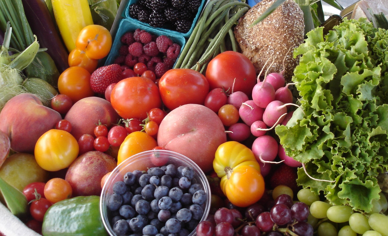 farmers market vancouver - blueberries - radishes - peaches - strawberries